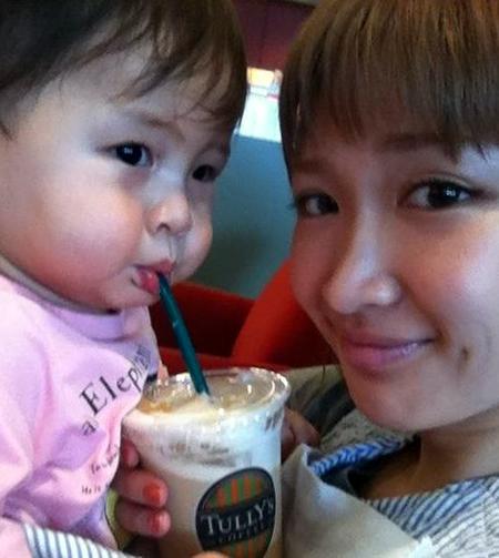 紗栄子が子供の写真を大公開!ダルビッシュとあまり似ていない?のサムネイル画像