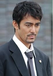 日本人離れした顔立ちで有名な阿部寛の髪型画像!ショートヘアが似合う!のサムネイル画像