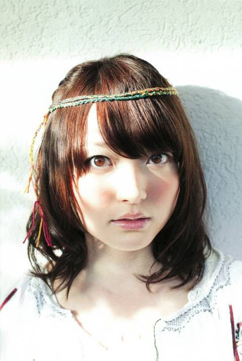 声優の花澤香菜は歌が苦手?歌手なのに歌が下手と言われてる?のサムネイル画像