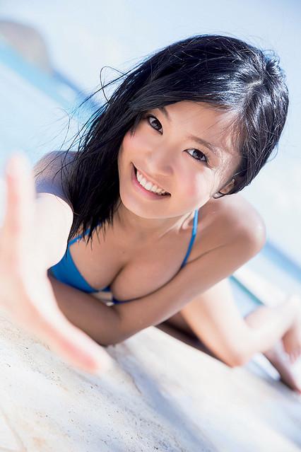 小島瑠璃子のかわいい水着画像まとめ!胸がセクシーな姿も披露!のサムネイル画像