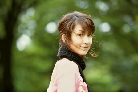 小林武史とakkoの娘、HARUHI(歌手)の本名は?画像ありのサムネイル画像