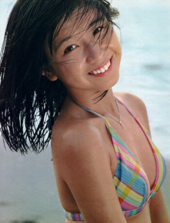 大場久美子のグラビア・水着画像まとめ!伝説アイドルのカップ数とは?のサムネイル画像