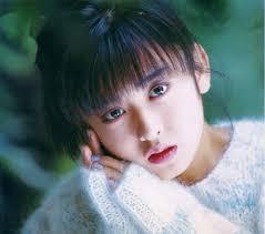 斉藤由貴の曲集めました!「卒業」や「白い炎」などアルバムの曲も!【歌詞有】のサムネイル画像