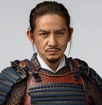岡本圭人の父は
