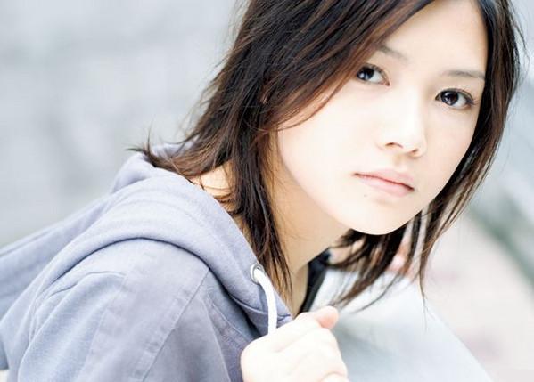 歌手・YUIの人気曲ランキング!ファンのおすすめの曲はこれだ!のサムネイル画像