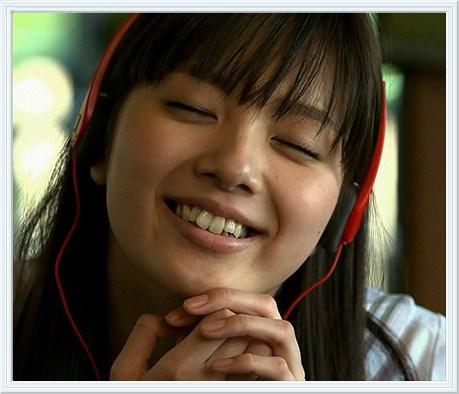新川優愛は歯が不自然?歯並びがおかしいのは差し歯だから
