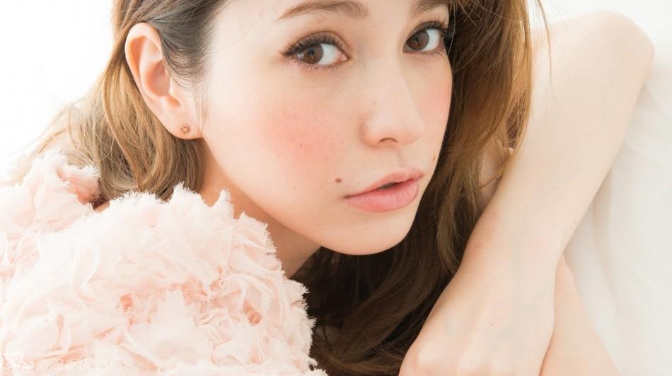 藤井リナのセクシーなパンツ画像...