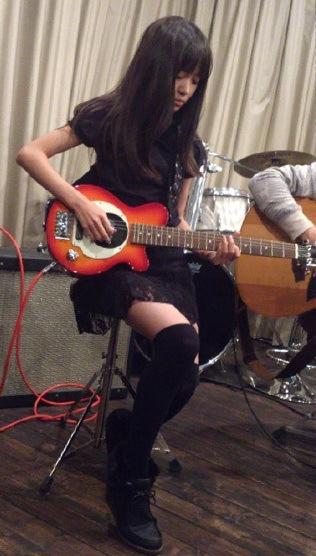 BABYMETAL菊地最愛(MOAMETAL)まとめ!高校やギターなど!のサムネイル画像