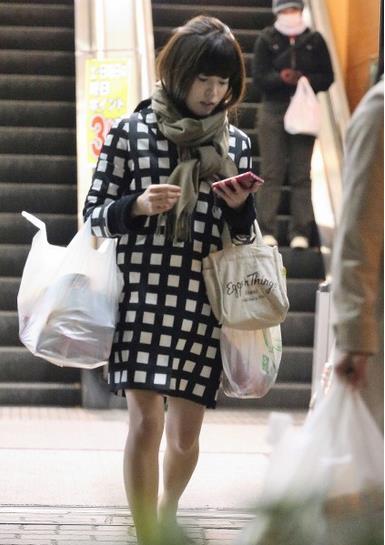 買い物姿の神田愛花