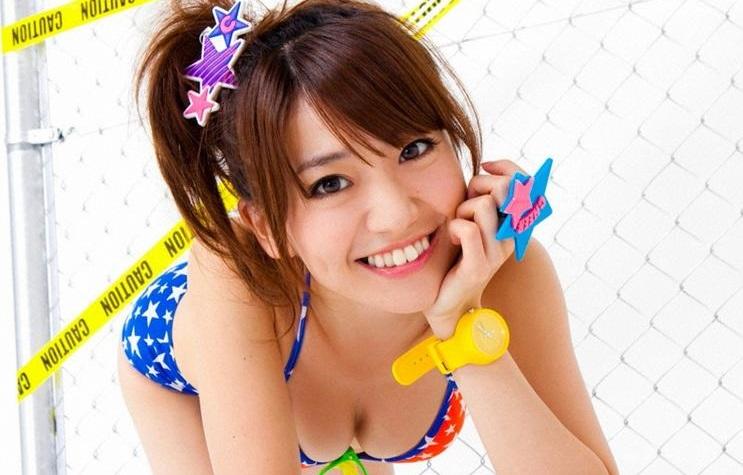 大島優子の胸は何カップなの?グラビア水着画像で比較・検証してみた!のサムネイル画像