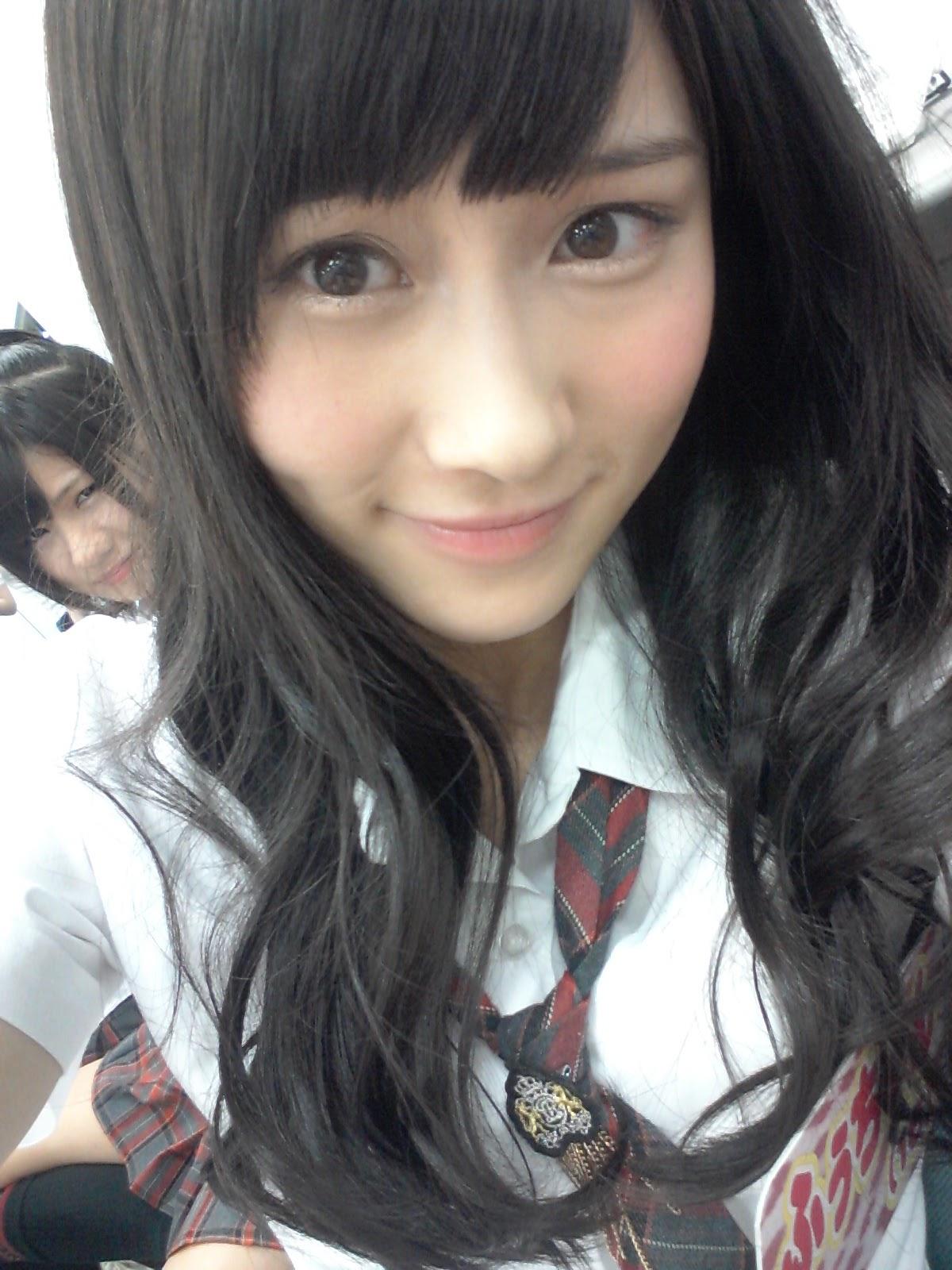 アイドル衣装を着た矢倉楓子