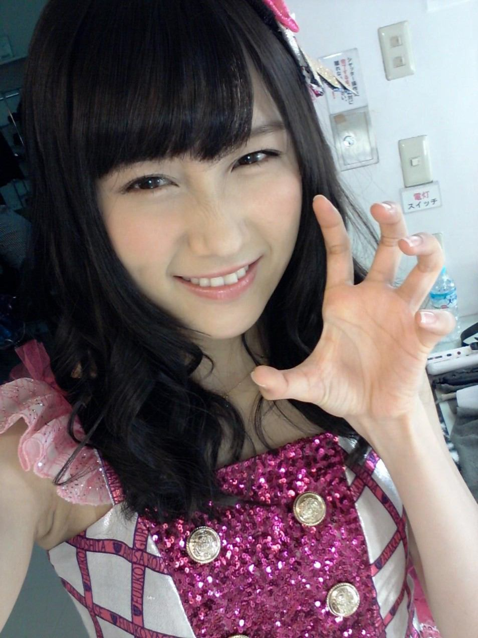 可愛いポーズの矢倉楓子