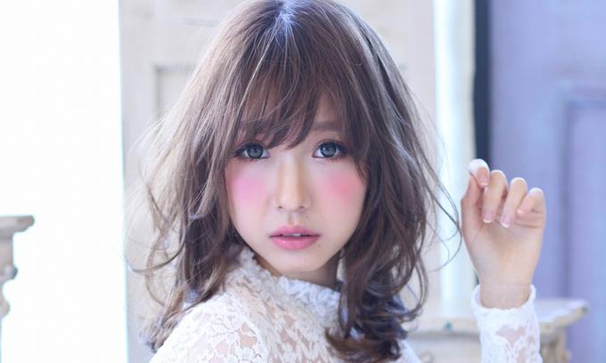 アッシュグレージュで決める!色落ち後もかわいい髪色で落着いた印象にのサムネイル画像