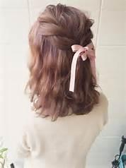 ヘアアレンジ・セミロングが簡単にできる♡結婚式用に編み込みはいかが?のサムネイル画像