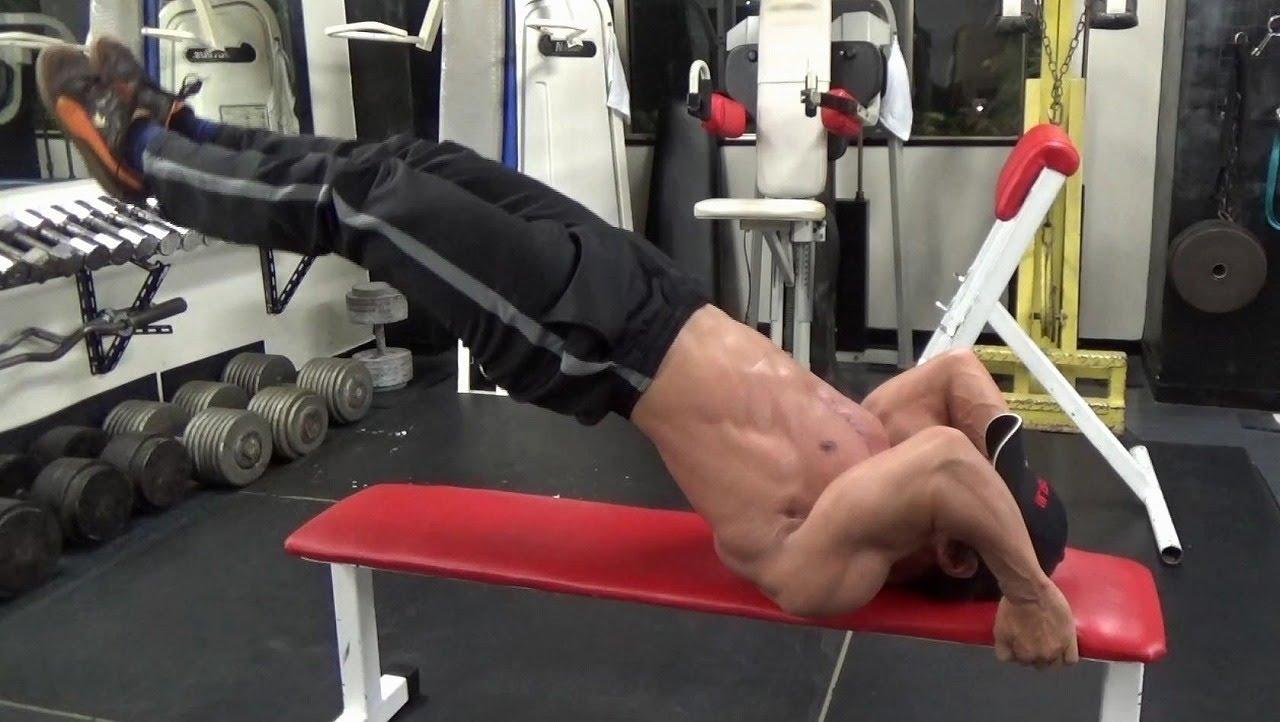 ドラゴンフラッグで腹筋を鍛える!その効果と自宅での筋トレのやり方のサムネイル画像