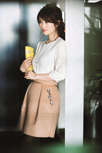 泉里香の胸のカップがすごい!彼氏の噂や整形疑惑も徹底調査!のサムネイル画像