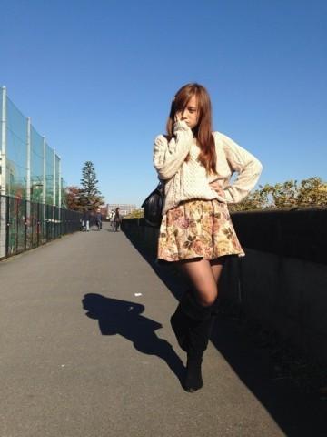 花柄スカートコーデ秋冬!スタイルも可愛い着こなしのコツ教えますのサムネイル画像