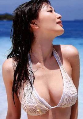 人気女優のお宝水着画像!ビキニ姿もあり!胸のカップ数も徹底調査!のサムネイル画像