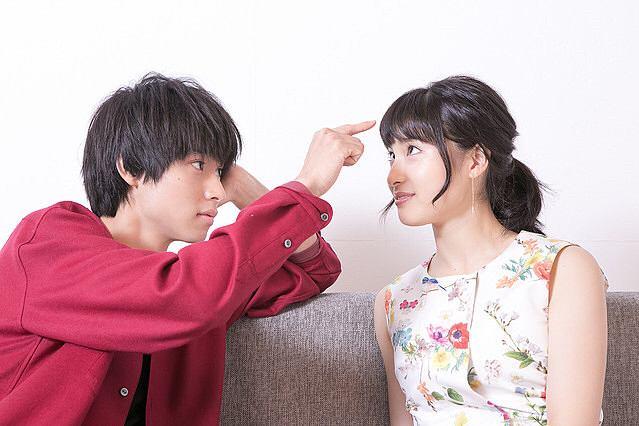 山崎賢人と土屋太鳳の絆をピンキーリングやブレスレットで確認!