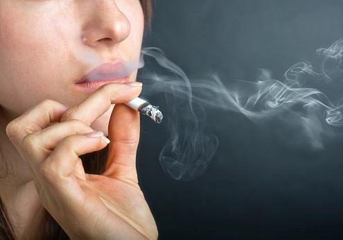 蒼井優はタバコと酒好き…本当の性格は?かわいい顔してこの喫煙量のサムネイル画像