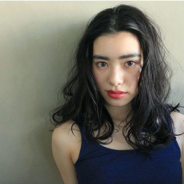 【セミロングパーマ】黒髪の髪型!前髪なし・前髪ありまとめ!のサムネイル画像