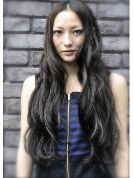 ダークアッシュの髪色がおしゃれ!ブリーチなしでもできる市販剤も紹介!のサムネイル画像
