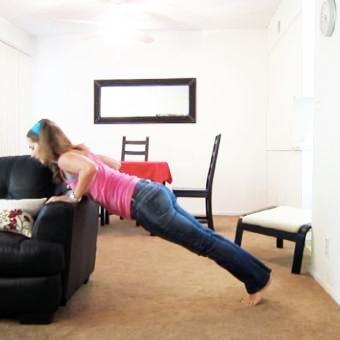 腕立て伏せは毎日やるのが効果的?回数や種類・やり方のコツを徹底解説!のサムネイル画像