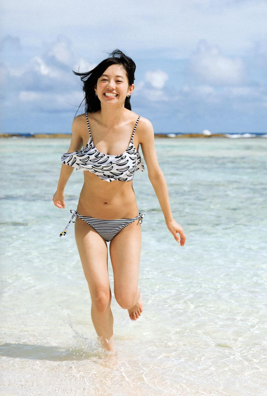 【フェアリーズ】伊藤萌々香の水着画像30選!大きい胸のカップ数は何?のサムネイル画像