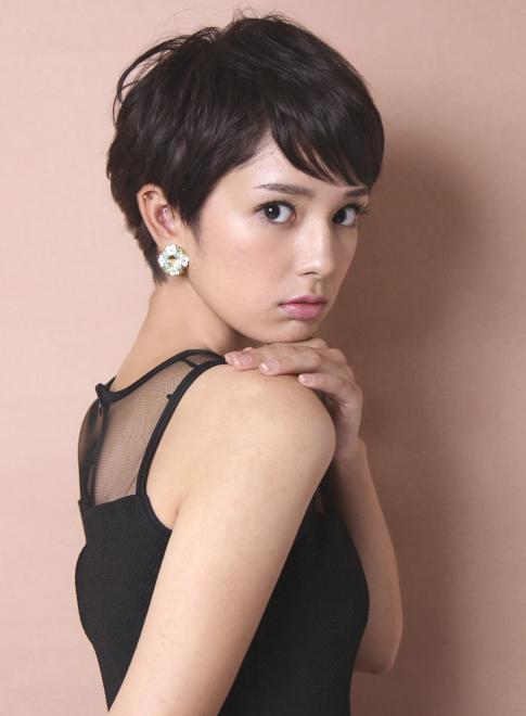 ベリーショートレディースの黒髪がかっこいい!【ツーブロック・髪型・セット】