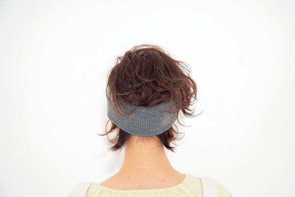 ヘアバンドのアレンジ・付け方・髪型まとめ【ショート・ロング・ボブ・簡単】のサムネイル画像
