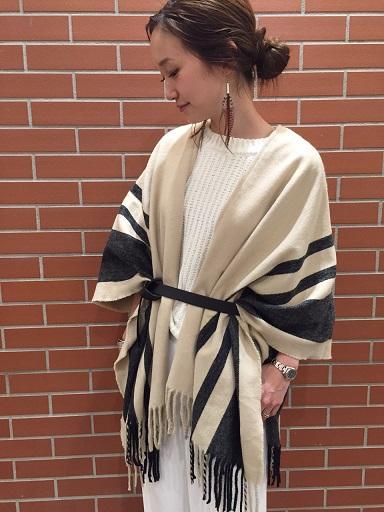 大判ストールの基本的な巻き方【冬】女性の首元をおしゃれに演出のサムネイル画像