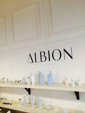 アルビオンの化粧水はニキビ跡に効果あり?使い方と口コミを紹介!のサムネイル画像