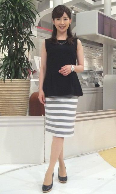 ストライプスカートがキュートな松尾由美子