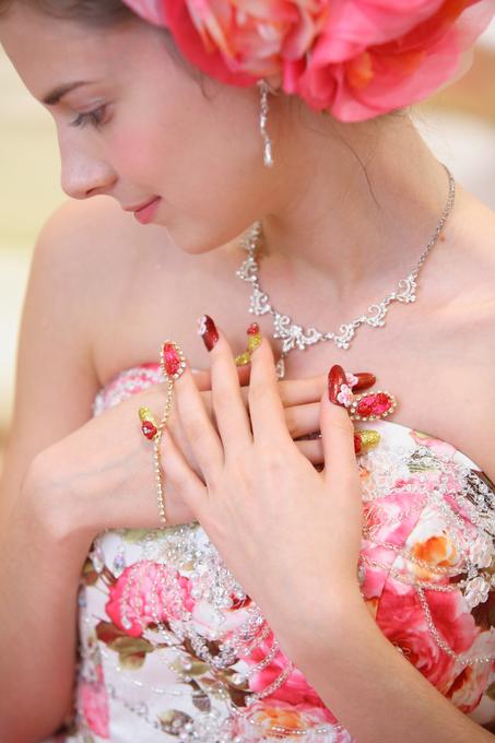 【花嫁】結婚式・ブライダルネイルはシンプルが人気!おすすめデザインまとめ!のサムネイル画像