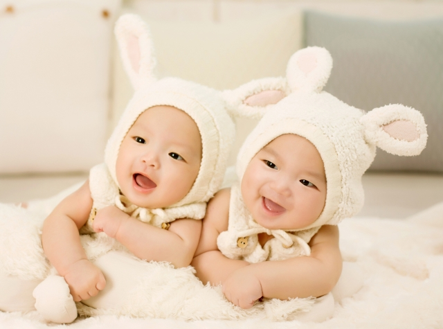 双子を妊娠すると妊婦のお腹の大きさはどうなる!?(写真有)のサムネイル画像