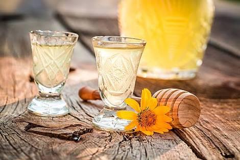 デトックスウォーターレモンとは?美味しい作り方やレシピ、効果を紹介!のサムネイル画像