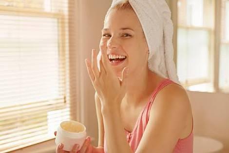 アルビオンの乳液はニキビ跡に効果あり?使い方と口コミを紹介!のサムネイル画像