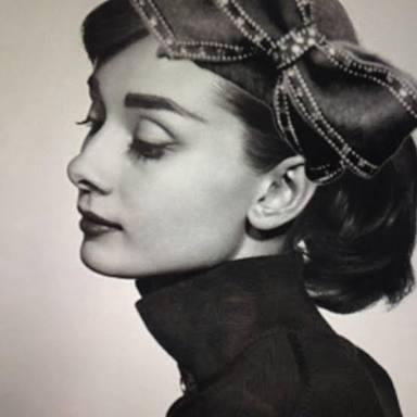 オードリー・ヘップバーン風メイクの方法&ヘアスタイルを紹介!のサムネイル画像