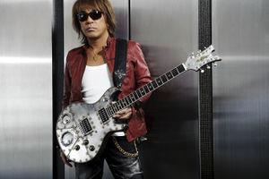 【B'zギターリスト】松本孝弘の結婚した奥さんは?子供(息子)情報まとめのサムネイル画像