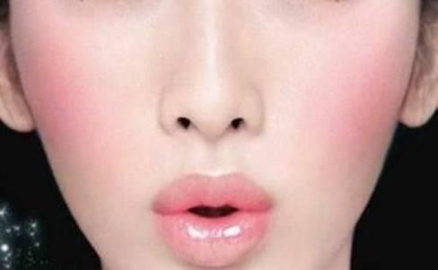 ハーフ顔メイクのやり方リサーチ!眉毛やカラコンは?ローラ風メイクも!のサムネイル画像