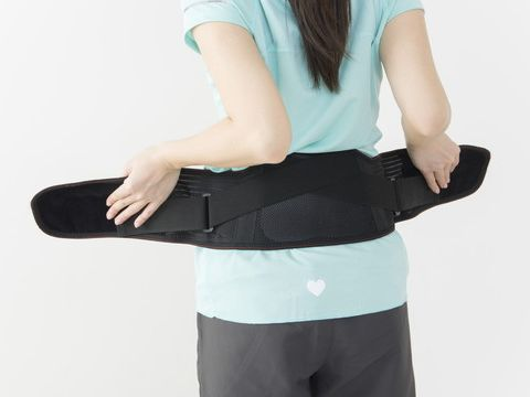 ぎっくり腰の応急処置まとめ!温めるのはNG?コルセット・ツボ押しが効果あり!のサムネイル画像