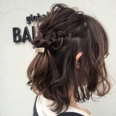結婚式お呼ばれ髪型・ミディアムヘアを簡単アレンジ!【ハーフアップ・編み込み】のサムネイル画像