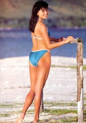 山口智子の水着グラビア画像30選!胸のカップ・スリーサイズまとめ!のサムネイル画像