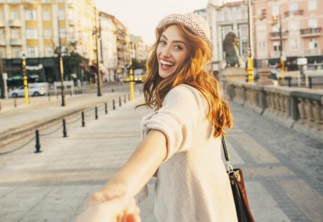 初デートで手をつなぐタイミングは?おすすめのシチュエーションを紹介!のサムネイル画像