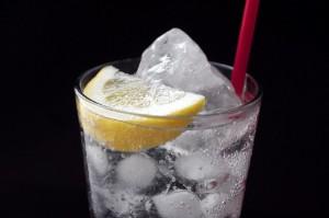 溶けない氷・溶けにくい氷の作り方まとめ!コツは不純物と時間にあった?のサムネイル画像