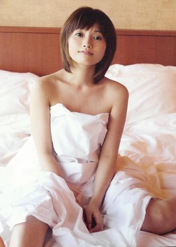 【元モーニング娘】安倍なつみのかわいい水着画像集!胸のカップ数は?のサムネイル画像