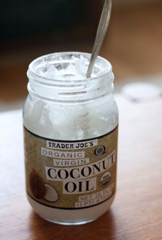 【ココナッツオイル】髪への使い方と効果まとめ!流さないトリートメントにもなる?のサムネイル画像
