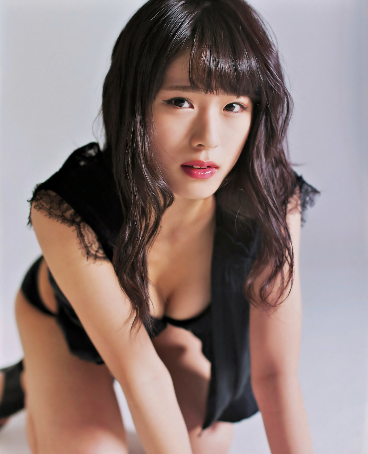 大人っぽいポーズの渋谷凪咲