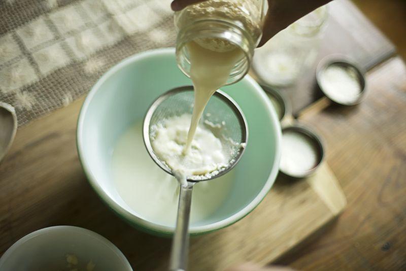 自家製バターの作り方!牛乳とペットボトルがあれば簡単にできる?のサムネイル画像