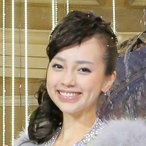 ICONIQ(伊藤ゆみ)は整形?現在と昔の顔画像比較!顎にシリコンのサムネイル画像